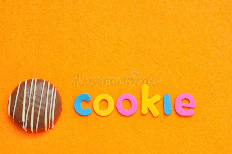 Le biscuit de mot avec du chocolat a couvert le biscuit sablé photo libre de droits