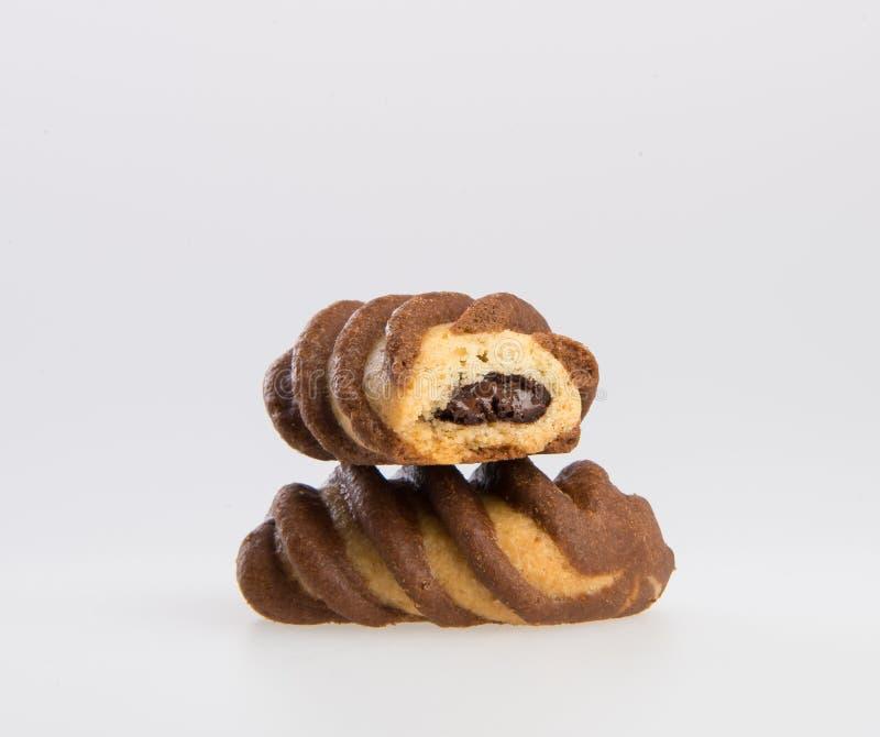 le biscuit ou les biscuits a rempli de la crème de chocolat sur un fond image stock