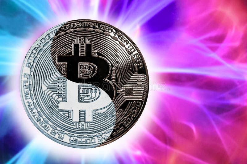 Le bitcoin yin-Yang de pièce de monnaie de concept photo libre de droits