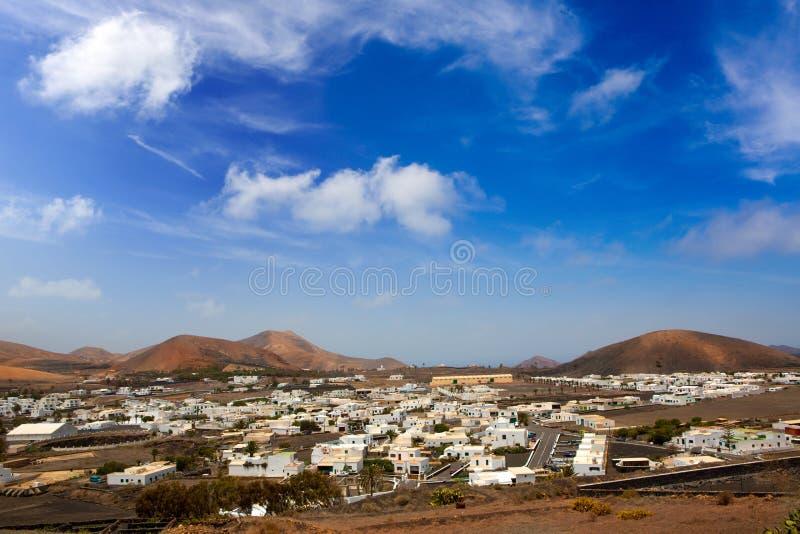 Le blanc de Lanzarote Yaiza renferme le village photos libres de droits