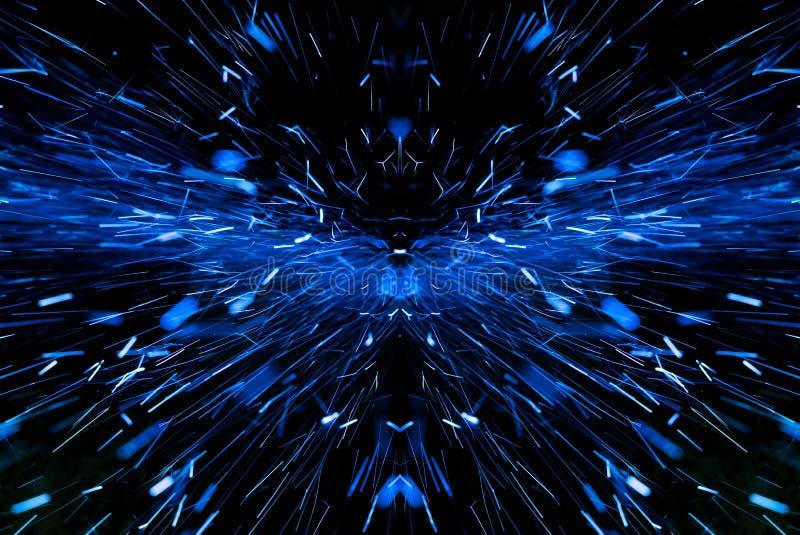 Le bleu étincelle sur le fond noir photographie stock libre de droits