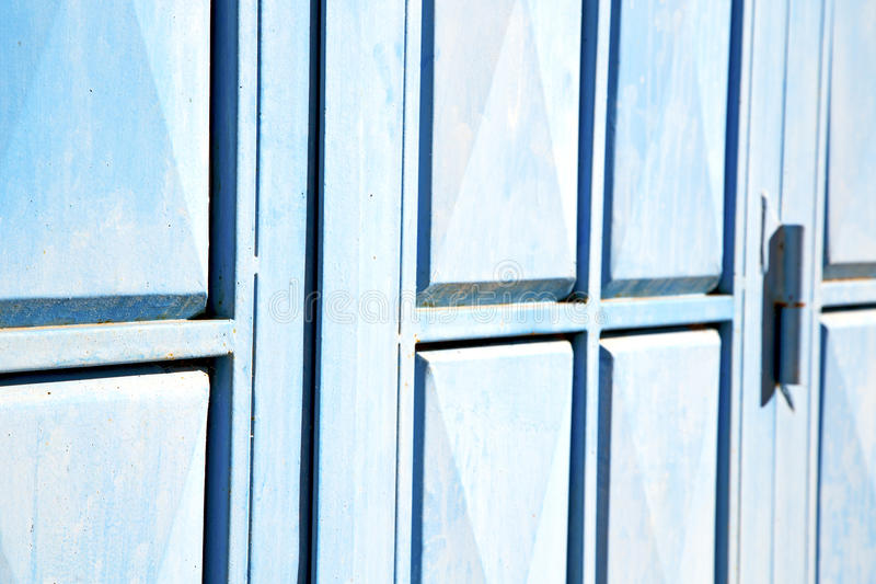le bleu articule le Maroc rouillé dedans photographie stock libre de droits