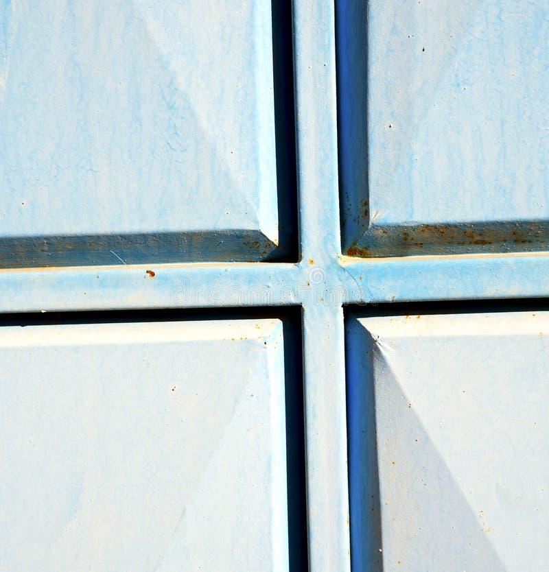 le bleu articule le Maroc rouillé en Afrique le vieux faca en bois photo libre de droits