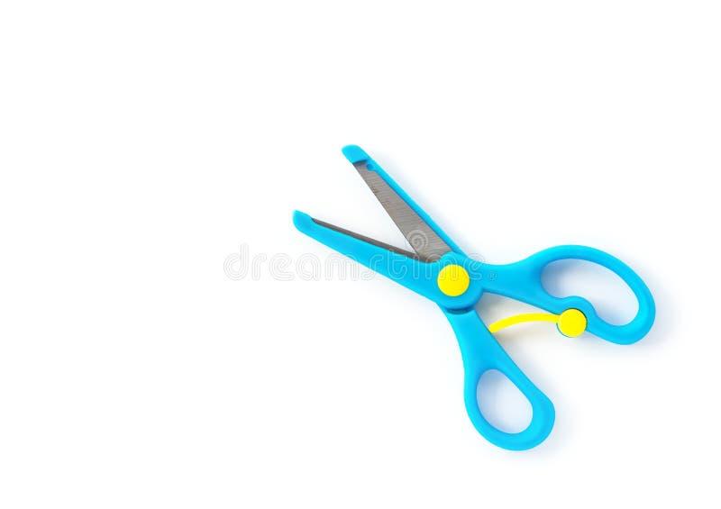 Le bleu de vue supérieure handcraft des ciseaux pour des enfants sur le blanc photos stock