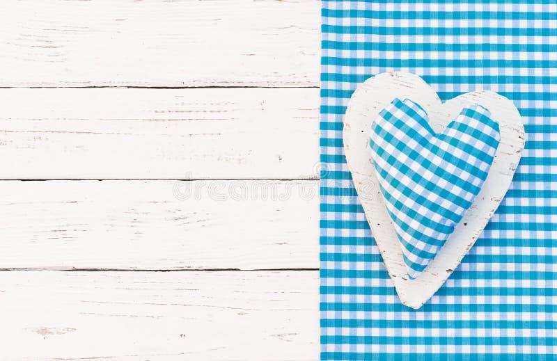 Le bleu a examiné le fond de coeur pour assurer la fête de naissance, son un garçon photographie stock libre de droits
