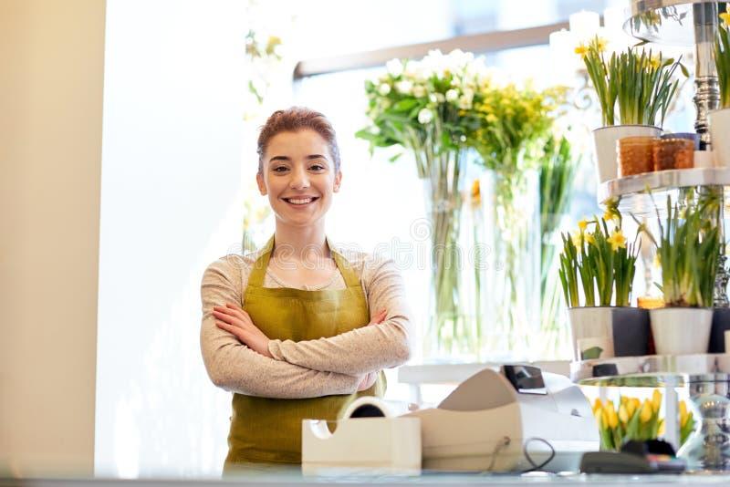 Le blomsterhandlarekvinnan på blomsterhandelcashboxen royaltyfri bild
