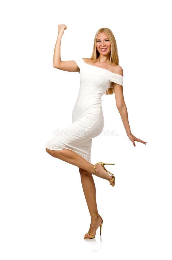 Le blondie de sourire dans la robe élégante de station de vacances d'isolement sur le blanc photo libre de droits