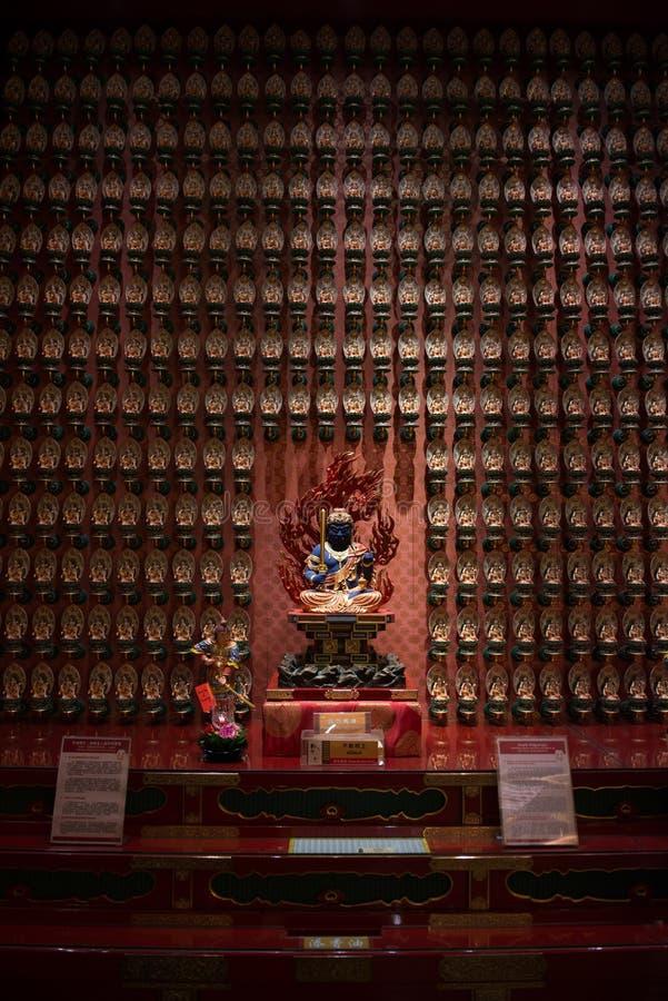 Le Bodhisattva dans le temple de relique de dent de Bouddha photos stock