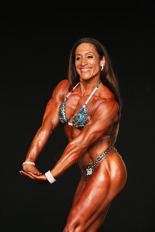 Le Bodybuilder mûr semble pointu images libres de droits
