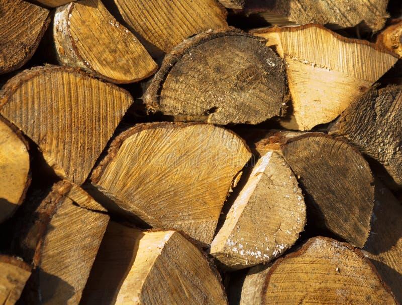 Le bois de chauffage est préparé pour l'hiver photographie stock libre de droits