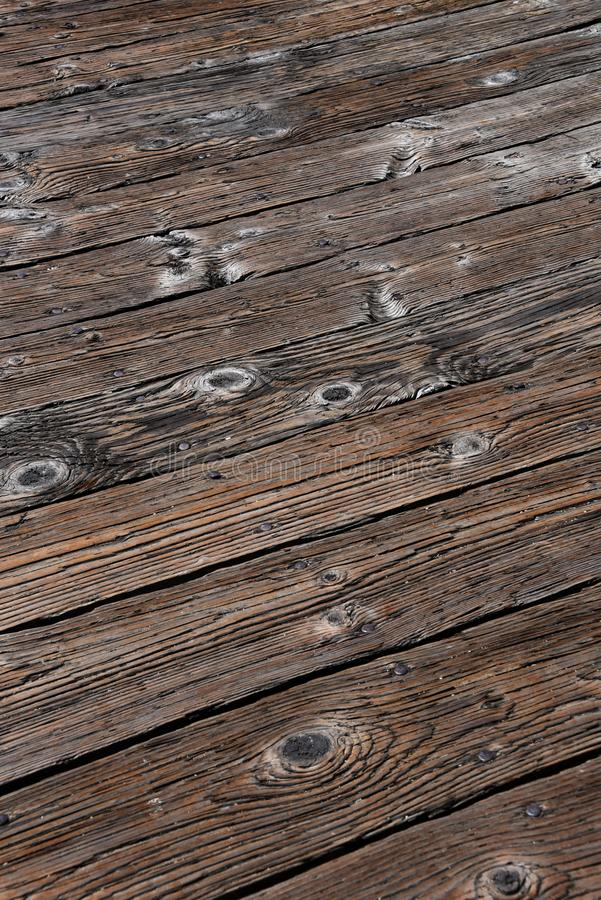 Le bois de construction porté âgé embarque sur un pilier - texture de fond photo libre de droits