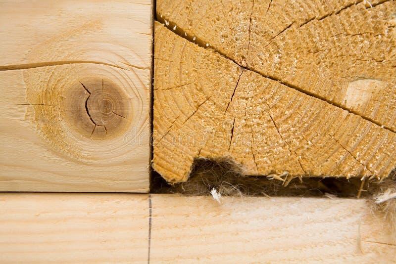 Le bois est plié dans un coin chaud photo libre de droits
