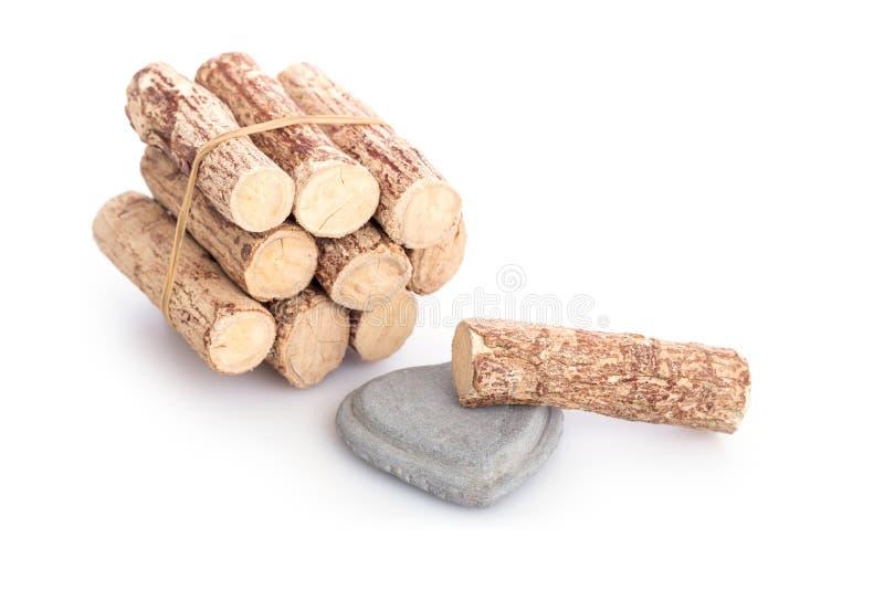 Le bois et le gris Kyauk Pyin de Thanaka lapident des dalles d'isolement sur le blanc image stock