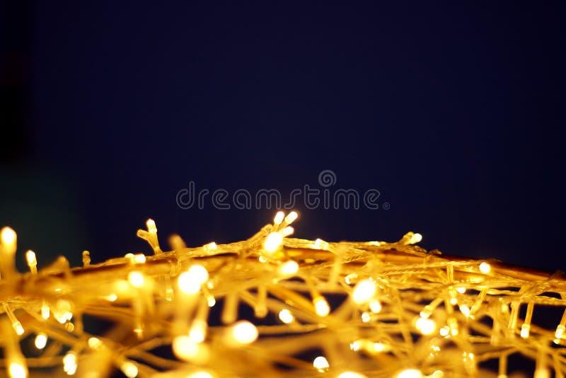 Le bokeh d'or de lumière de LED a brouillé le fond abstrait de modèle photographie stock libre de droits