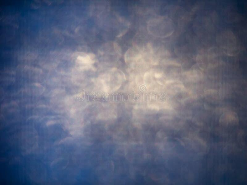Le bokeh de texture soustraient l'éclat bleu defocused image stock