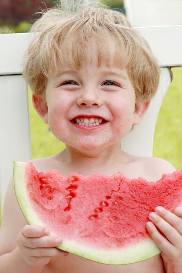 Le bonheur est une part de pastèque image libre de droits