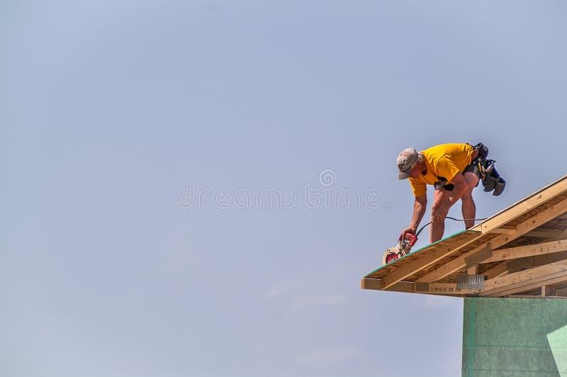 Le bord de règlage du toit avec circulaire a vu photo stock