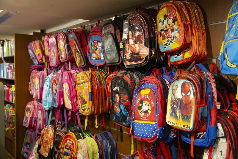 Le borse di scuola immagazzinano le migliori borse del fumetto dell'India dell'asiatico fotografie stock