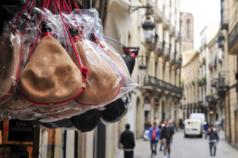 Le bota espagnol typique met en sac en vente à Barcelone, Espagne image libre de droits