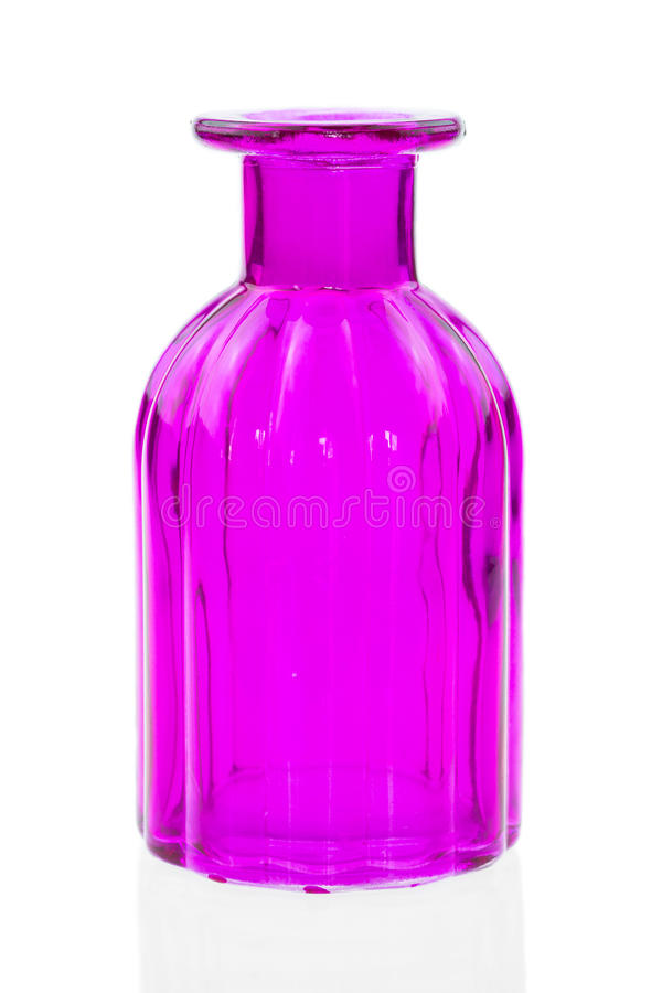 Le bottiglie di vetro isolate su fondo bianco, vetro variopinto hanno messo su fondo bianco, vetro per acqua dolce, insieme d'ann fotografia stock libera da diritti