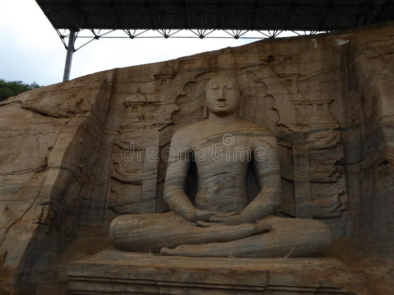 Le Bouddha s'asseyant image stock
