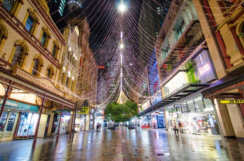 Le boulevard de ` du ` léger ceci est installation de forêt de lumière d'étincelle de Noël chez Pitt St Mall, Sydney Downtown images libres de droits