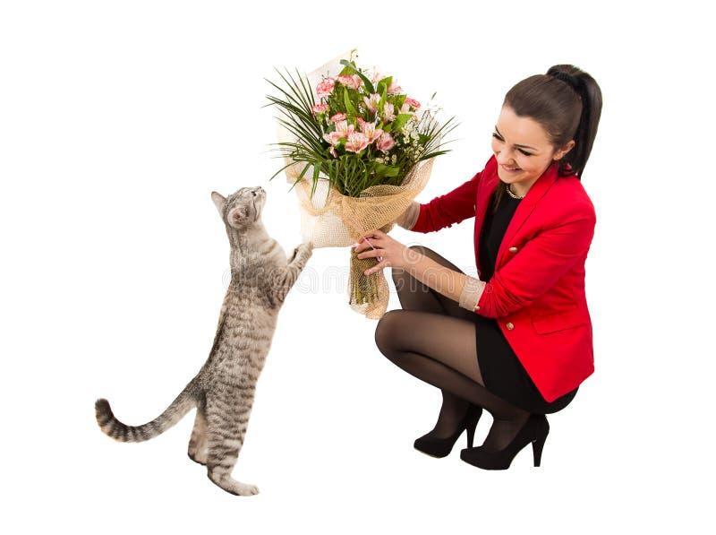 Le bouquet de femme fleurit le chat photographie stock