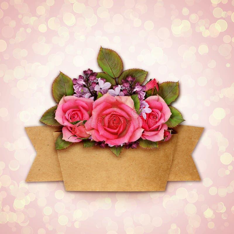 Le bouquet de fleurs de Rose et de lilas avec le métier empaquettent le ruban illustration stock