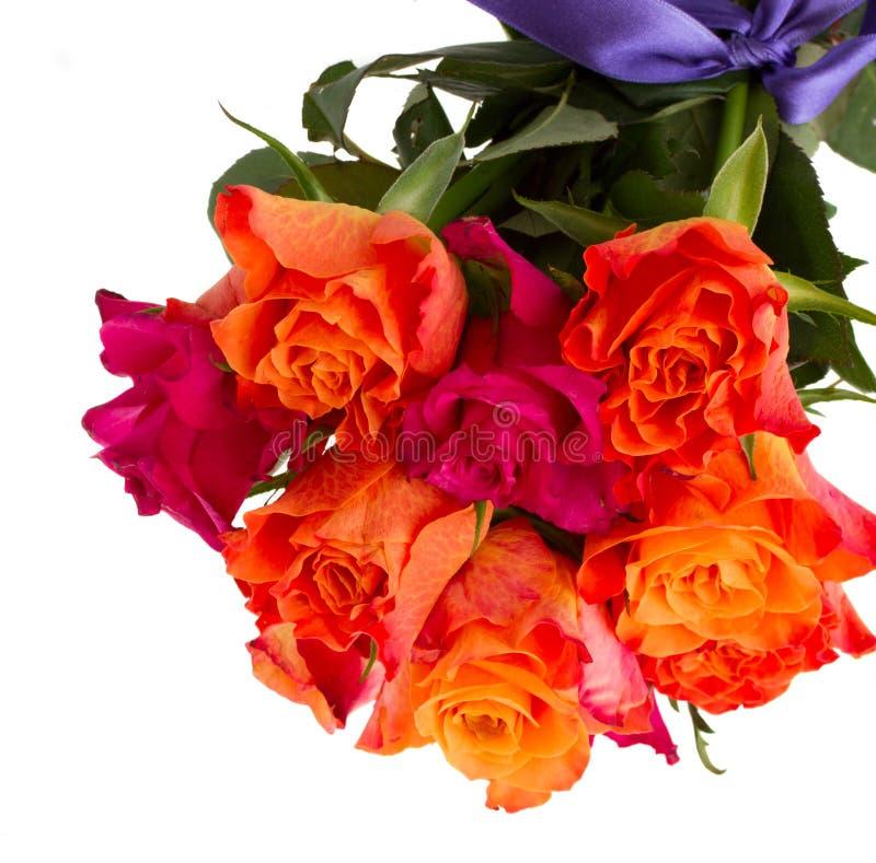 Le bouquet des roses oranges et roses se ferment  image stock