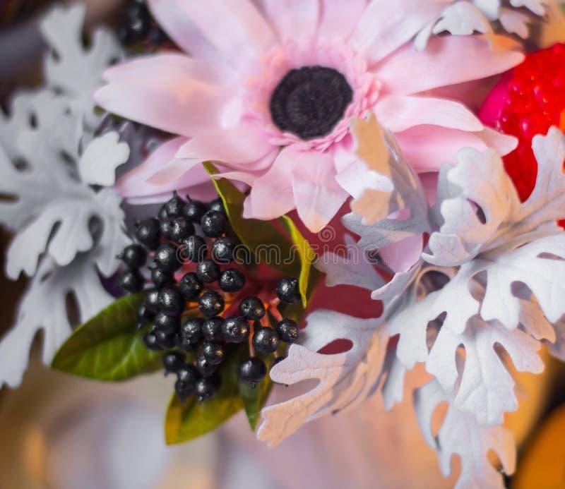 Le bouquet du gerbera fleurit des oeillets photographie stock libre de droits