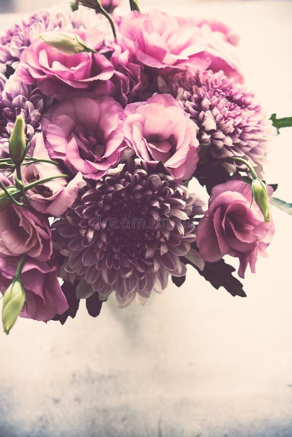 Download Le Bouquet Du Rose Fleurit Le Plan Rapproché, L'eustoma Et Le Chrysanthème Image stock - Image du vacances, frais: 77155491
