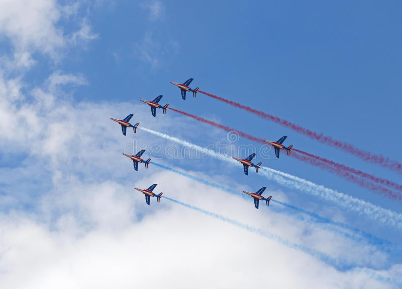LE BOURGET, FRANCE - 25 juin 2017 : Patrouille Acrobatique de France faisant le drapeau français image stock