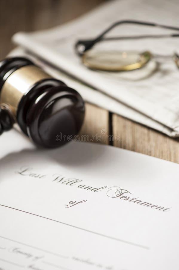 Le bout et la forme de testament avec le marteau photos libres de droits