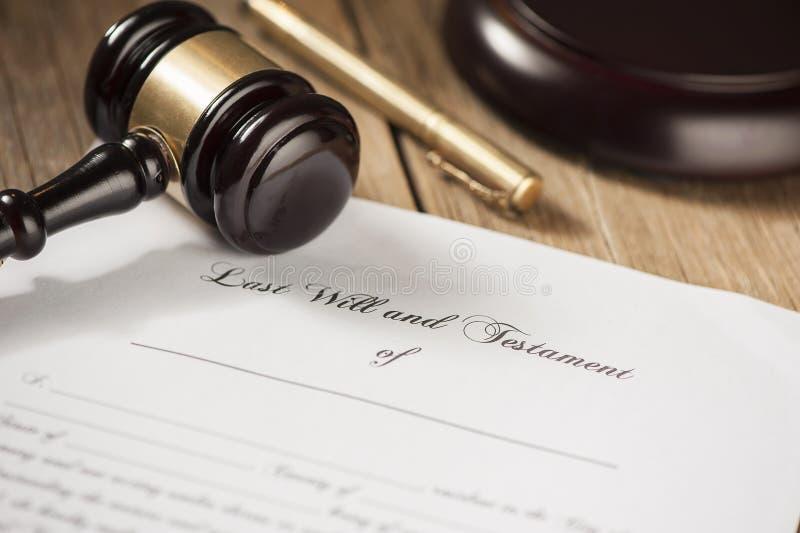 Le bout et la forme de testament avec le marteau images libres de droits