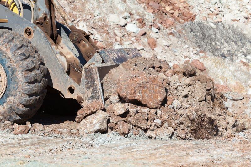Le bouteur fonctionnant dans les mines de charbon photographie stock libre de droits