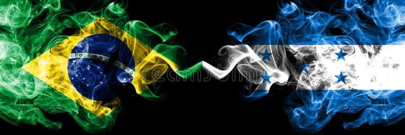Le Brésil contre le Honduras, drapeaux honduriens de fumée placés côte à côte Drapeaux soyeux colorés épais de fumée de Brésilien illustration stock