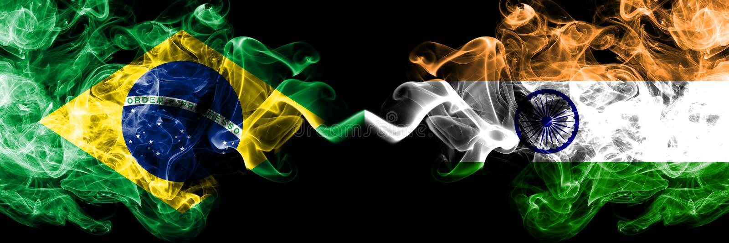 Le Brésil contre l'Inde, drapeaux indiens de fumée placés côte à côte Drapeaux soyeux colorés épais de fumée de Brésilien et de l illustration stock