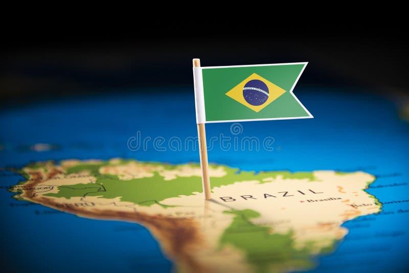 Le Brésil a identifié par un drapeau sur la carte images libres de droits