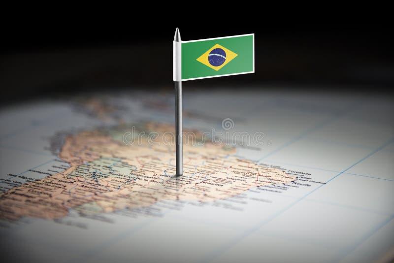 Le Brésil a identifié par un drapeau sur la carte photos libres de droits