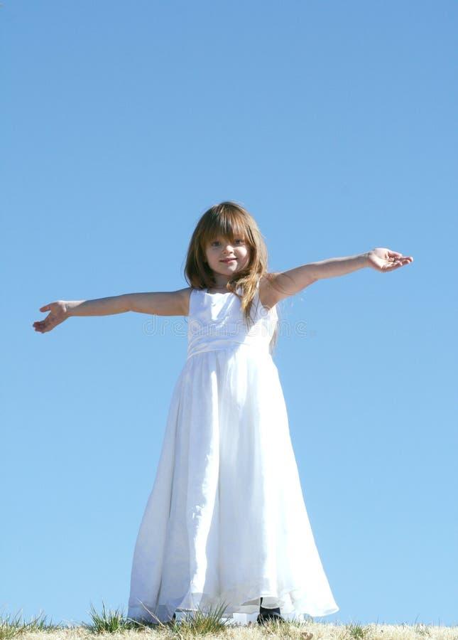 Le braccia si aprono largamente fotografie stock libere da diritti