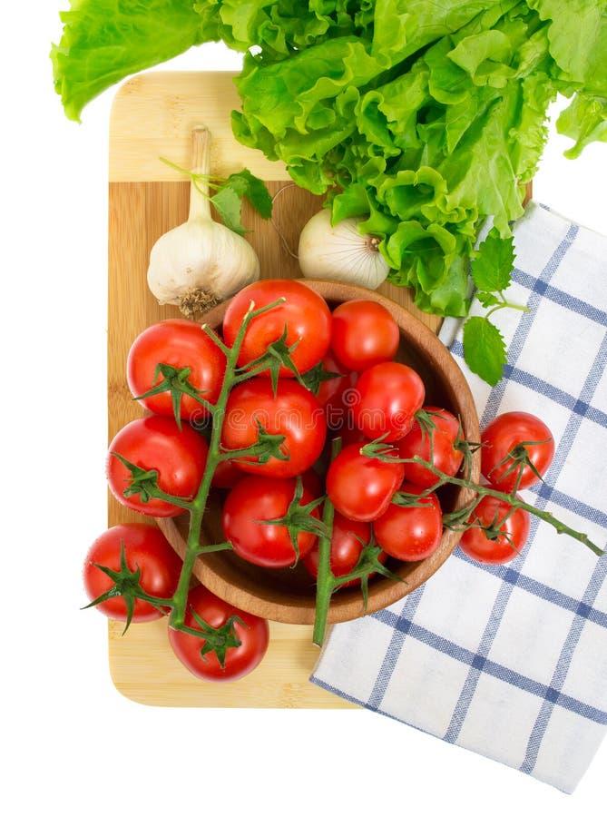 Le branchement des tomates-cerises, oignons, ail image libre de droits