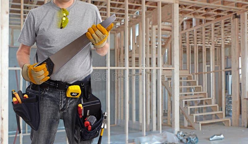 Le bricoleur de constructeur avec la main a vu images stock