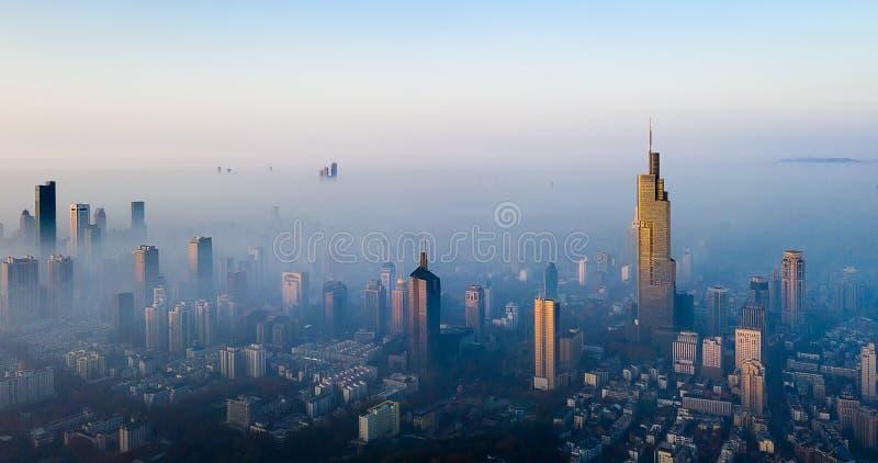 Le brouillard de matin à Nanjing photos stock