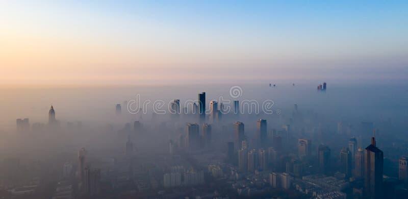 Le brouillard de matin à Nanjing image libre de droits