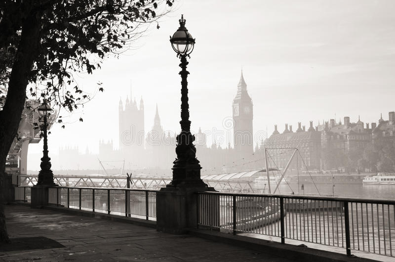 Le brouillard lourd frappe Londres photos libres de droits