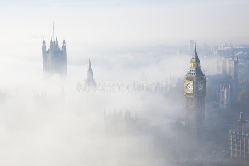 Le brouillard lourd frappe Londres images libres de droits