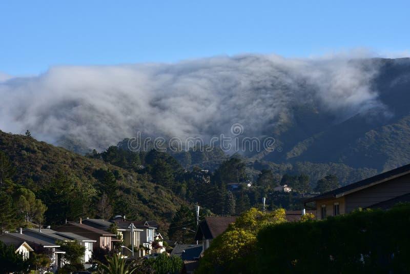 Le brouillard roule dans le parc Pacifica California image stock