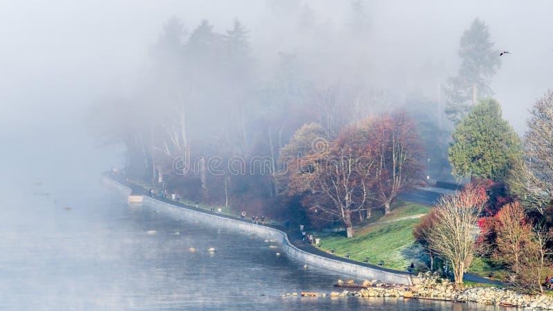 Le brumeux dimanche matin photographie stock