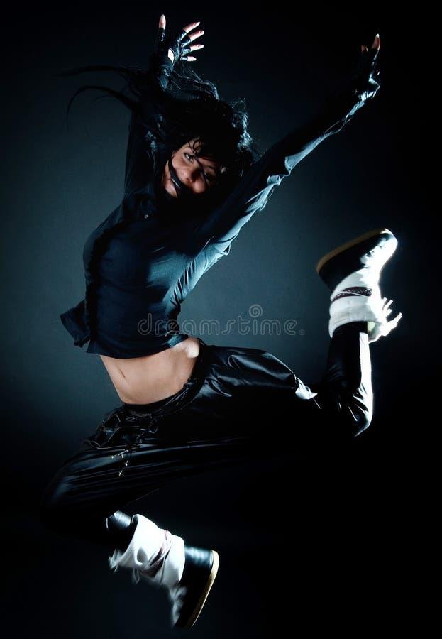 Le Brunette sautant et riant photo libre de droits