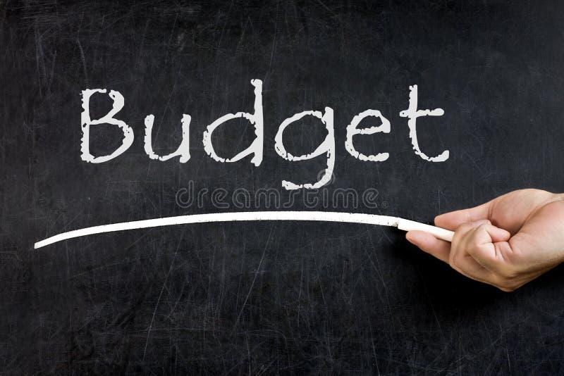 Le budget manuscrit a souligné le tableau de tableau noir images stock